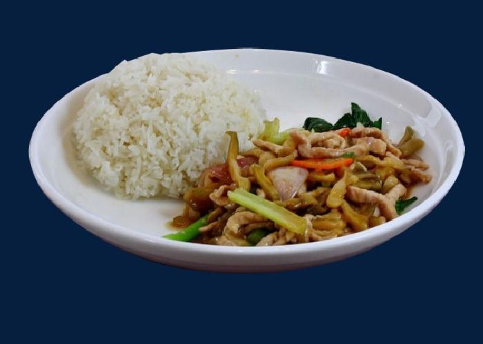 Свинина с рисом. \ Фото: ru.pngtree.com.