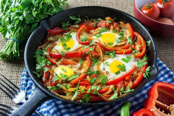Перец, запечённый с яйцом. \ Фото: blogspot.com.
