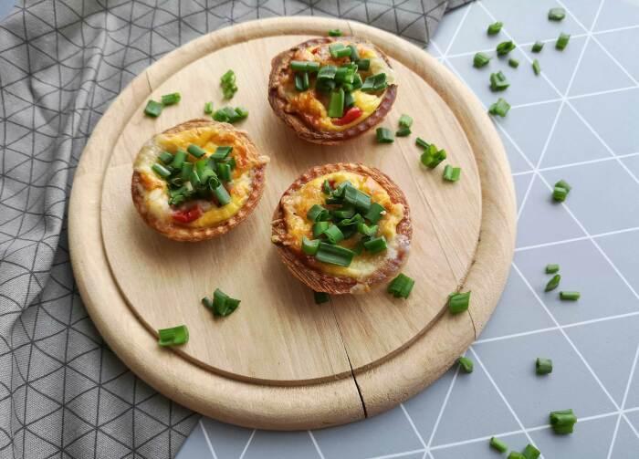 С яйцом, сыром и зелёным луком. \ Фото: lazycooking.club.