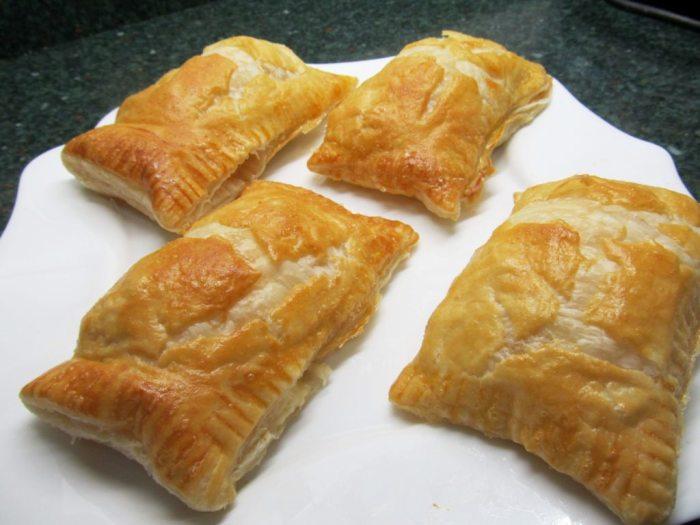 Слоёные пирожки с овощной начинкой. \ Фото: itsfood.ru.