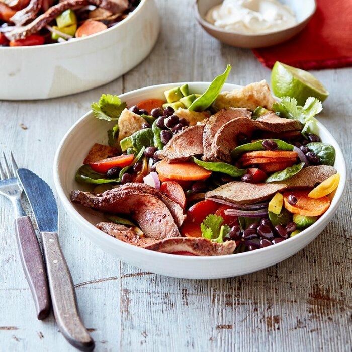Салат с фасолью и языком. \ Фото: pinterest.com.
