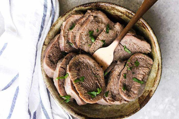 Вкуснейший говяжий язык. \ Фото: pinterest.com.