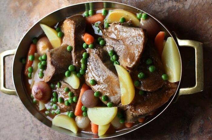 Тушёный язык с картофелем. \ Фото: interest.com.
