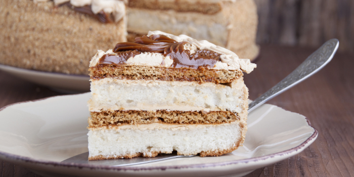 Торт с печеньем и сгущенкой. / Фото: yandex.ru.