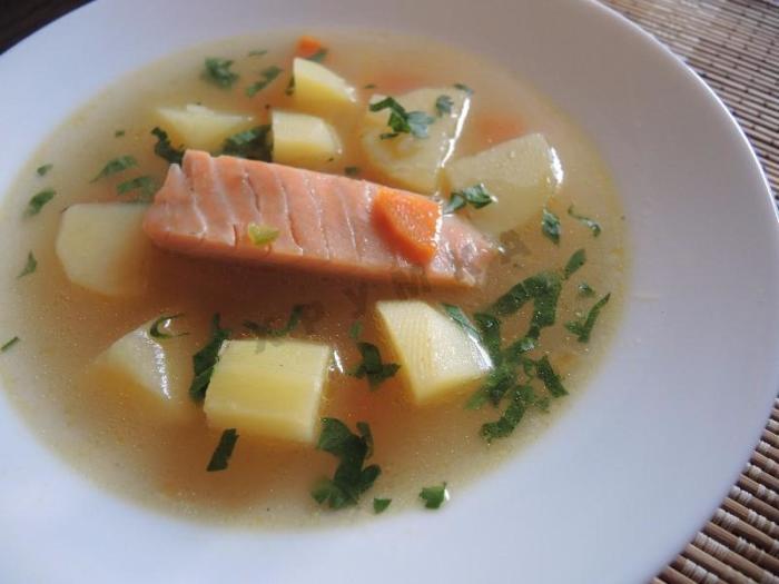 Рыбный суп уха. \ Фото: 1000.menu.