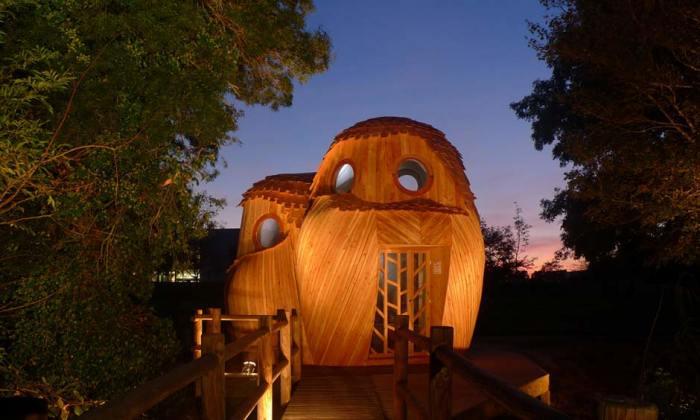 Здесь можно переночевать в очаровательных деревянных домиках в виде лесных сов. И главное – бесплатно.