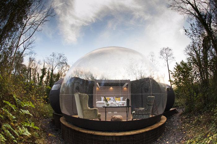Дом-пузырь - прекрасное место для отдыха в недрах природы, которая просматривается со всех сторон.