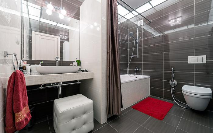 Декорировать ванную комнату можно не только мелкими деталями. Правильно подобранные элементы мебели также придадут особый вид.