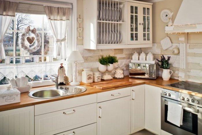 Один из самых простых вариантов сделать кухню уютной – использовать милые атрибуты.