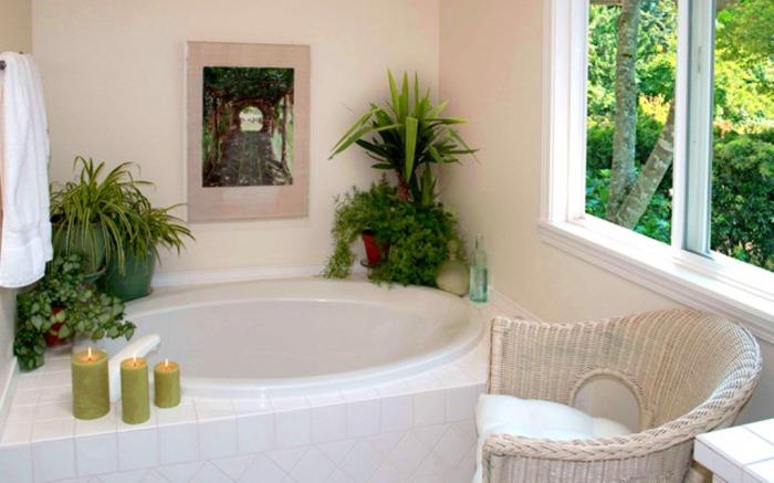 Свечи и декоративные растения создают прекрасную атмосферу комфорта и уюта.