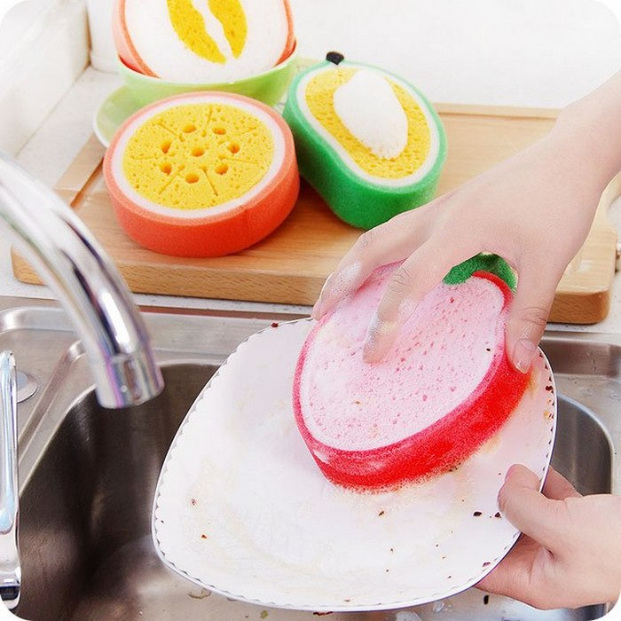 Яркий и незаменимый помощник в мытье посуды. \ Фото: aliexpress.com.