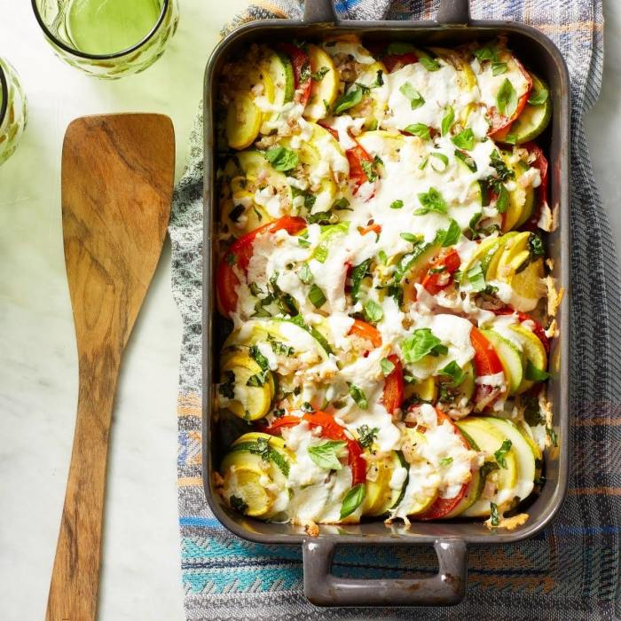 Запеканка из овощей. \ Фото: yummly.com.
