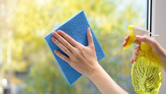 Мытьё окон. \ Фото: ihousewife.ru.