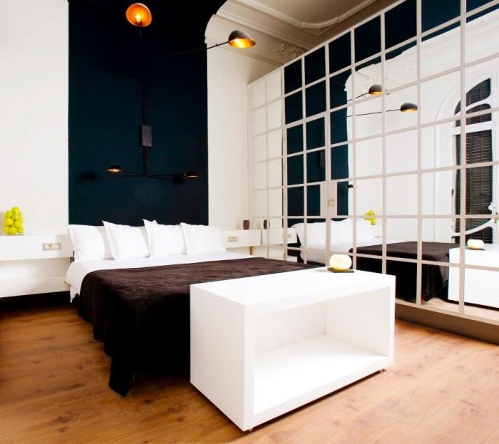 Отделайте одну из фронтальных стен или стену за изголовьем, если хотите получить современный и эстетичный интерьер.