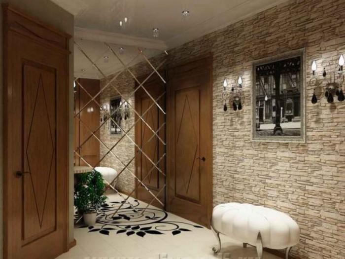 Лучше отделывать плиткой боковые стены - она заменит традиционное зеркало.