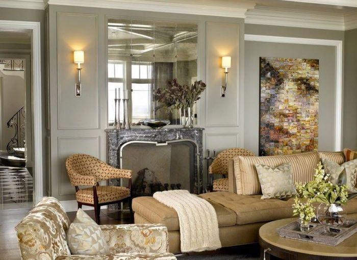 В  интерьер гостиной органично вписываются зеркальные панно, выполненные в художественном стиле.