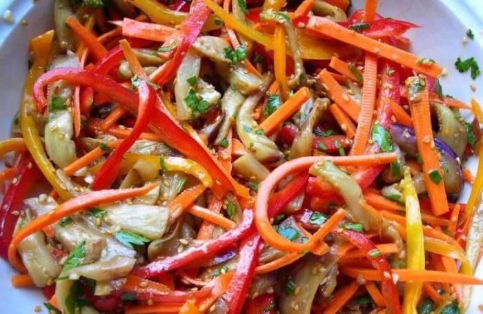 Салат из баклажанов по-корейски.