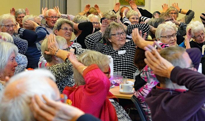 Многие пенсионеры посещают тренинги, клубы по интересам, ведут активную жизнь.