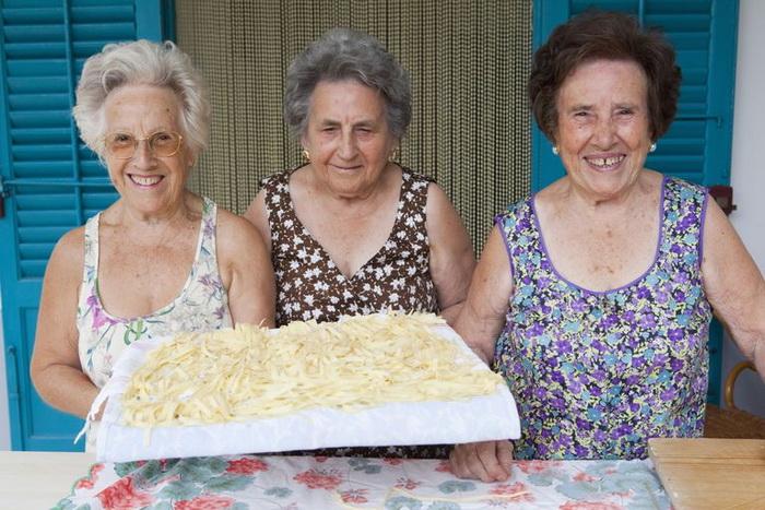 Итальянские бабушки охотно воспитывают внуков.