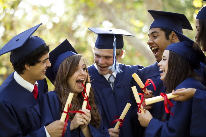 В университеты поступают далеко не все подростки.
