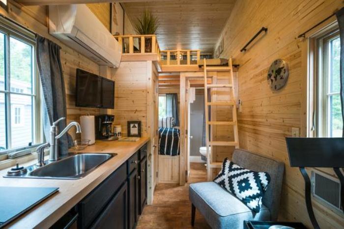 Интерьер дома на колесах - отличный пример для обустройства маленькой квартиры.