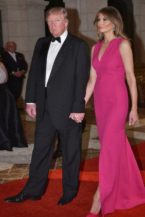 Сдержанное платье модного оттенка розовый тысячелистник.