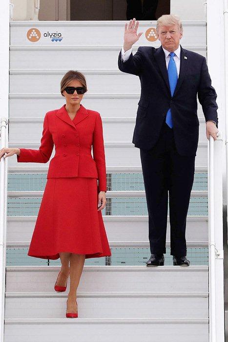 Меланья Трамп возродила моду на однотонные женские костюмы.