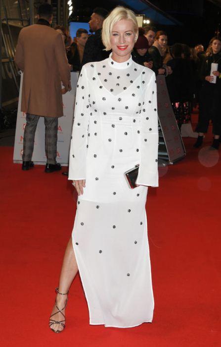 Дэйнис ван Аутен и ее белый наряд.