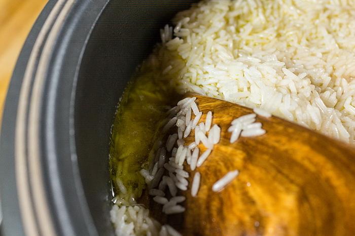 Рис нельзя мешать во время приготовления.