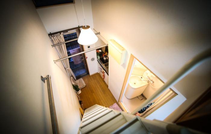 Квартира в Токио: кухня, ванная, спальня и балкон.