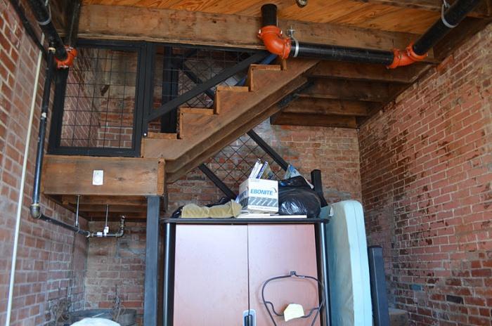 В настоящее время в доме появилась лестница.