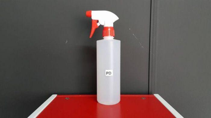 В качестве распылителя можно использовать специальную пластиковую бутылку или обыкновенную баклажку.