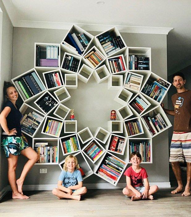 Семья в восторге от удачной идеи.