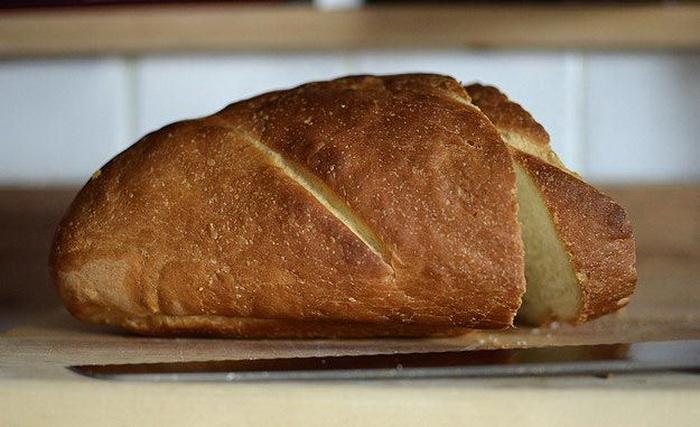 Зачерствевшему хлебу можно вернуть мягкость.