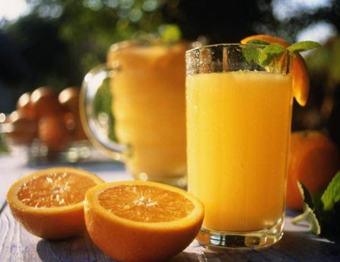 Апельсиновый фреш натощак может привести к гастриту.