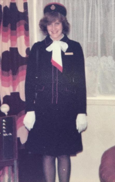 Джулия Рейнольдс - самая молодая стюардесса в истории компании. Первый рабочий день, 1977 г.