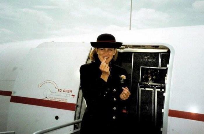 Джулия Рейнольдс возле конкорда, 1992 г.