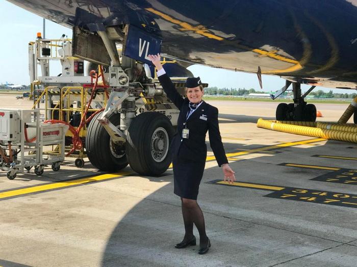 Джулия Рейнольдс у Боинга-747, спустя 41 год с первого рабочего дня.
