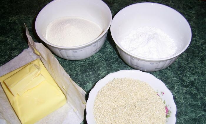 Ингредиенты для приготовления бурфи с кунжутом.