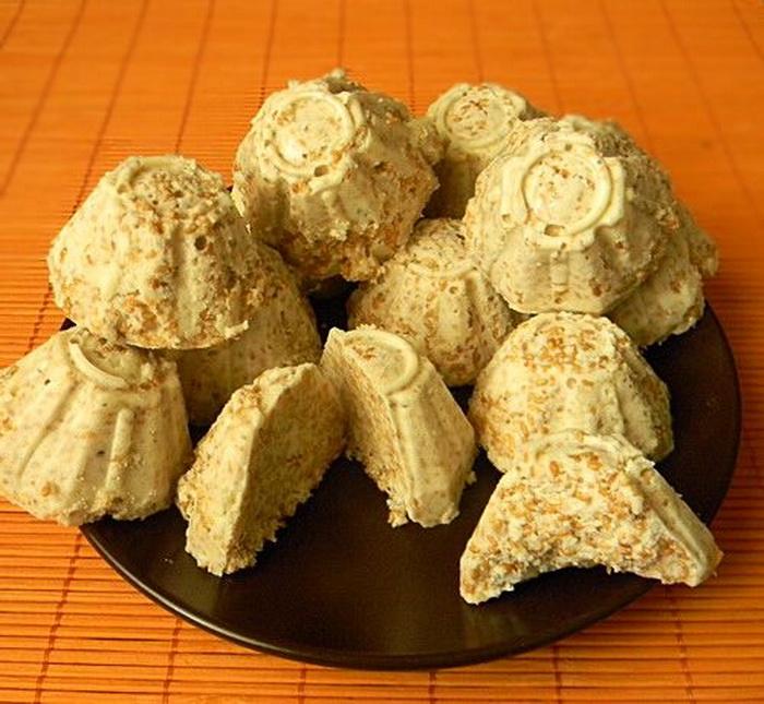 Конфеты бурфи с кунжутом - сливочное лакомство.
