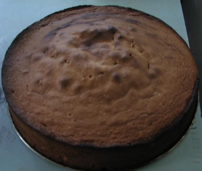Подгоревшие края бисквита. Фото: stranamam.ru