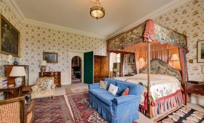 Королевская спальня.