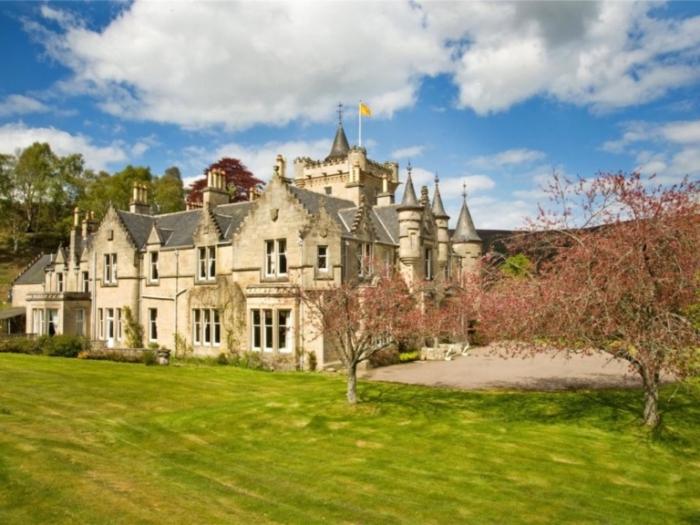 Замок в долине Спей (Шотландия).