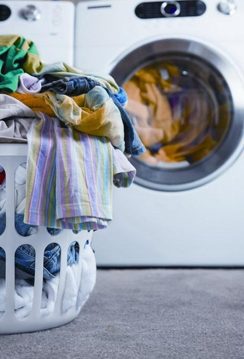 Мел в корзине с грязным бельем избавит от неприятных запахов.