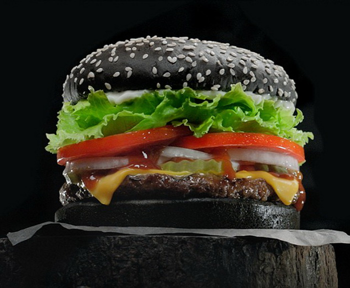 Черный бургер.