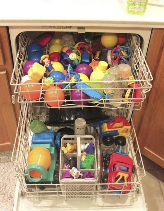 В посудомоечной машине можно мыть детские игрушки.
