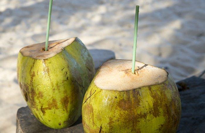 Кокос - вкусный и полезный фрукт.