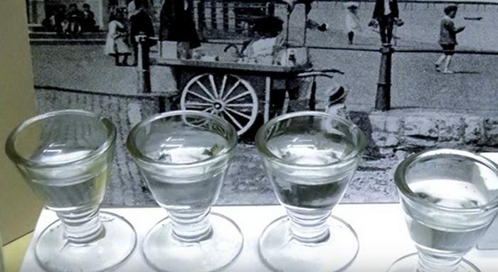 Стеклянные стаканчики для мороженого.