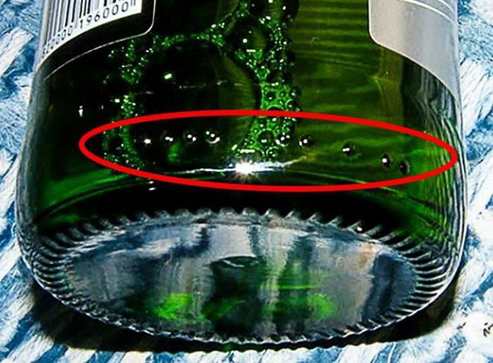 Пупырышки на дне бутылки.