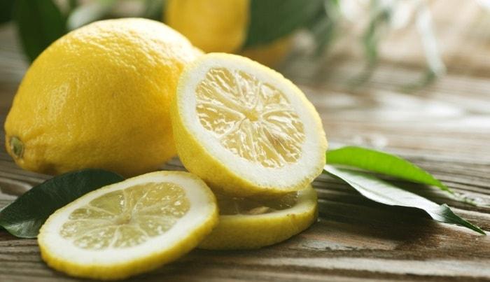 Лимоны могут нарушить кислотно-щелочной баланс полости рта.